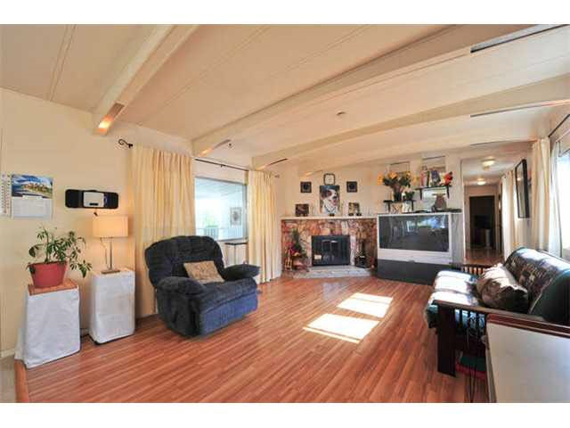 Photo 3: 18 8560 156 STREET in Surrey: Fleetwood Tynehead Manufactured Home for sale : MLS® # R2042111