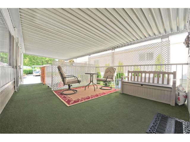 Photo 2: 18 8560 156 STREET in Surrey: Fleetwood Tynehead Manufactured Home for sale : MLS® # R2042111
