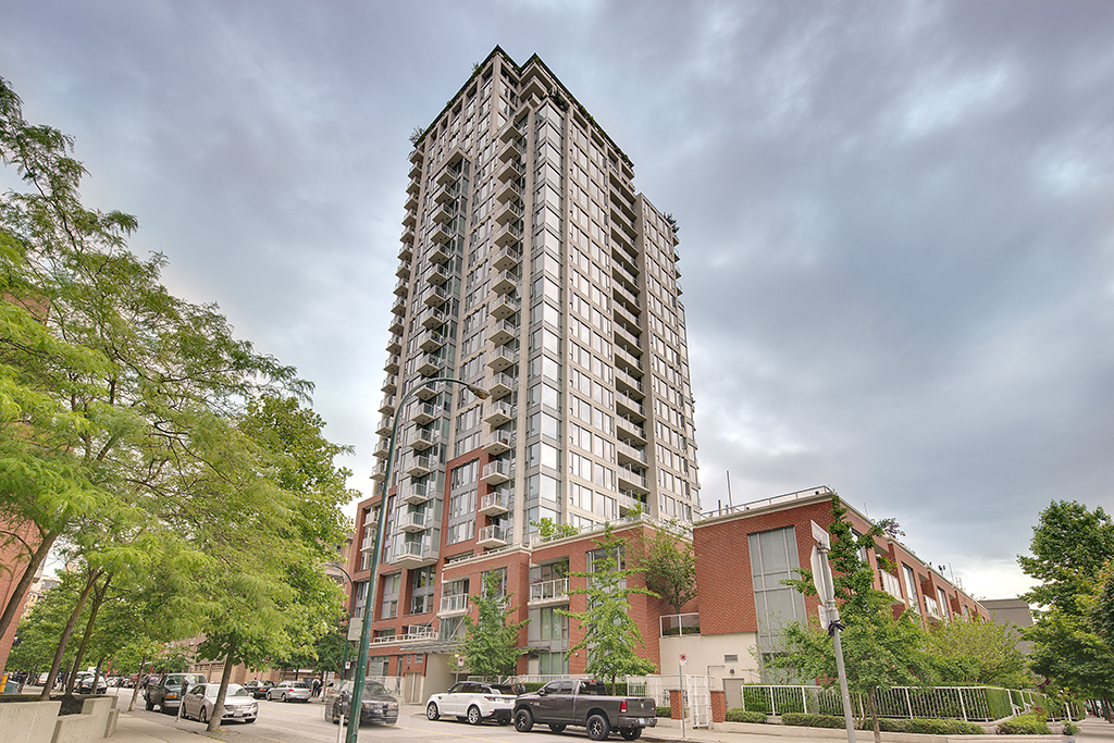Main Photo: 1006 550 Taylor Street in Vancouver: Downtown VE Condo for sale (Vancouver East)