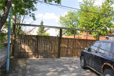 Photo 7: 721 FLORA AVE.: Residential for sale (Canada)  : MLS(r) # 1010463