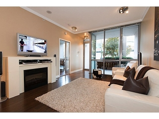 "Main Photo: 585 W 7TH Avenue in Vancouver: Fairview VW Townhouse for sale in ""AFFINITI"" (Vancouver West)  : MLS(r) # V1007617"