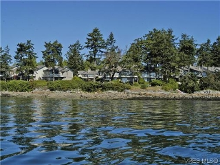 Main Photo: 2 2654 Lancelot Place in SAANICHTON: CS Turgoose Townhouse for sale (Central Saanich)  : MLS® # 313203