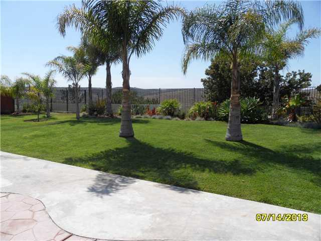 Photo 7: OCEANSIDE House for sale : 4 bedrooms : 426 Shadow Tree Drive