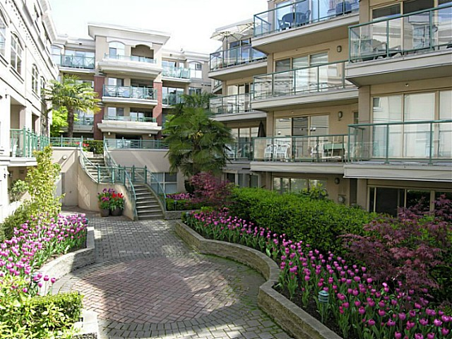 "Main Photo: 325 332 LONSDALE Avenue in North Vancouver: Lower Lonsdale Condo for sale in ""CALYPSO"" : MLS®# V1076735"