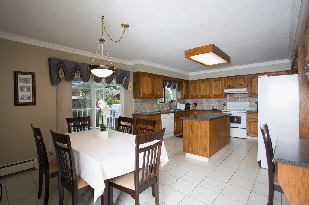 Photo 12: 429 Lakeview Street in Coquitlam: Central Coquitlam House for sale : MLS® # R2037527