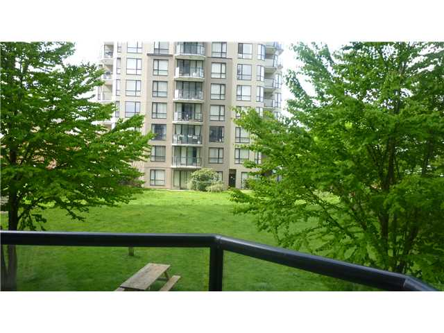 "Photo 4: 206 828 AGNES Street in New Westminster: Downtown NW Condo for sale in ""WESTMINSTER TOWER"" : MLS® # V998884"