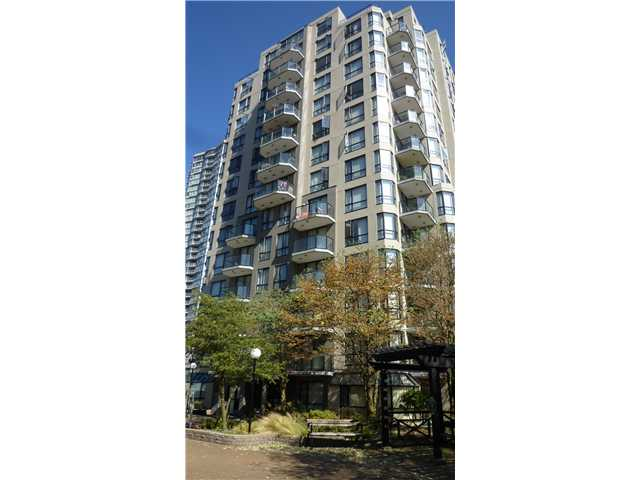 "Main Photo: 206 828 AGNES Street in New Westminster: Downtown NW Condo for sale in ""WESTMINSTER TOWER"" : MLS®# V998884"