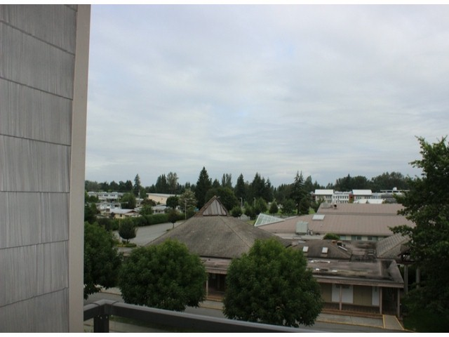 "Photo 8: 401 33338 MAYFAIR Avenue in Abbotsford: Central Abbotsford Condo for sale in ""THE STIRLING ON MAYFAIR"" : MLS(r) # F1420645"