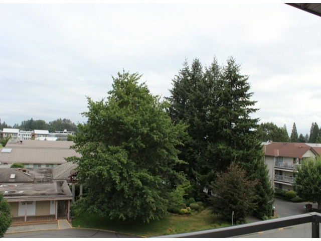 "Photo 9: 401 33338 MAYFAIR Avenue in Abbotsford: Central Abbotsford Condo for sale in ""THE STIRLING ON MAYFAIR"" : MLS(r) # F1420645"
