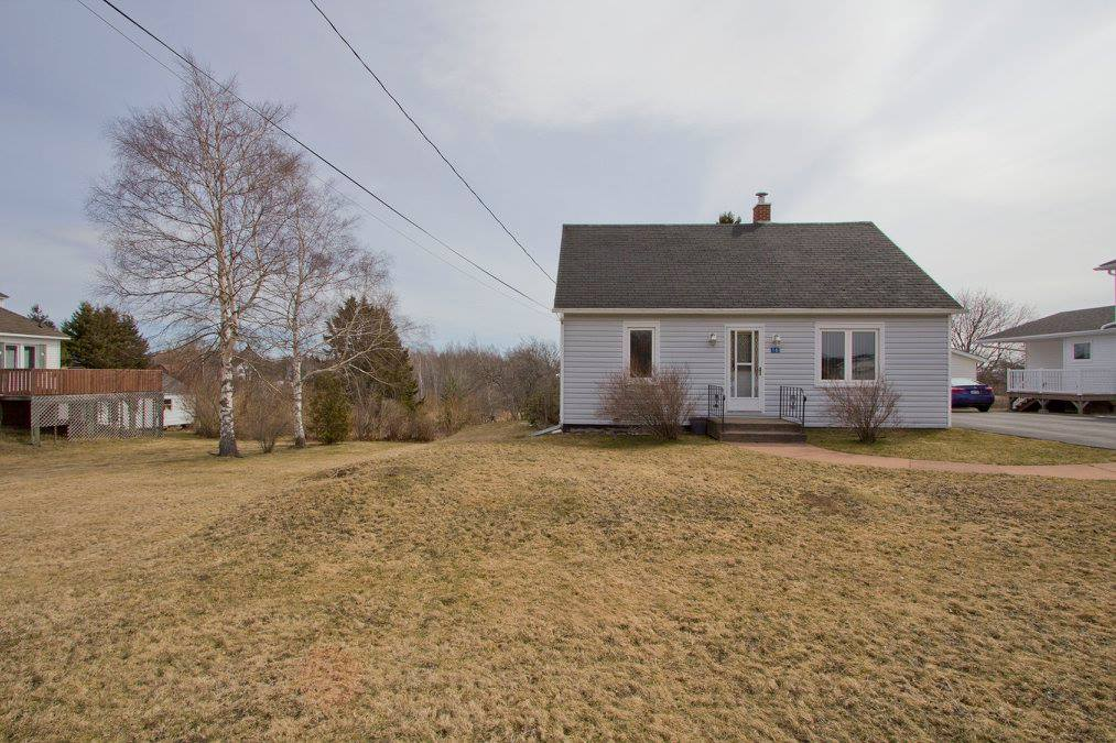 Photo 4: 16 Copp Avenue: Sackville House for sale : MLS® # M104111