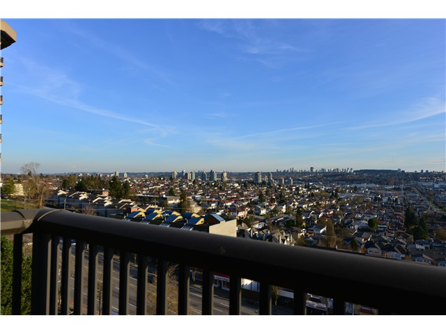 "Main Photo: 806 3740 ALBERT Street in Burnaby: Vancouver Heights Condo for sale in ""THE HEIGHTS"" (Burnaby North)  : MLS® # V997846"
