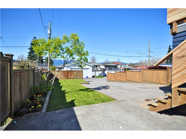 "Photo 10: 527 E 30TH Avenue in Vancouver: Fraser VE House for sale in ""MAIN"" (Vancouver East)  : MLS(r) # V1004528"