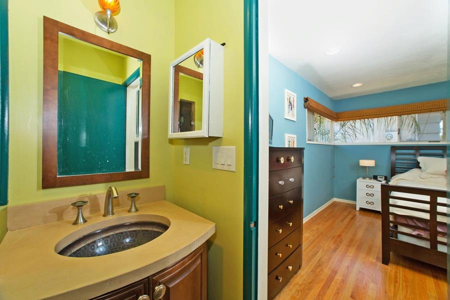 Photo 12: SAN DIEGO House for sale : 3 bedrooms : 4835 Barbarossa Pl