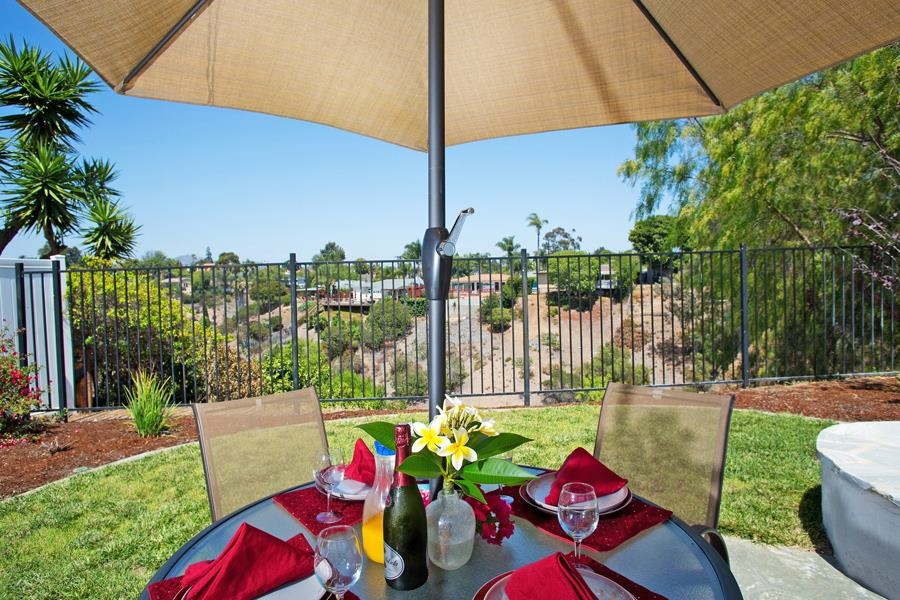 Photo 2: SAN DIEGO House for sale : 3 bedrooms : 4835 Barbarossa Pl