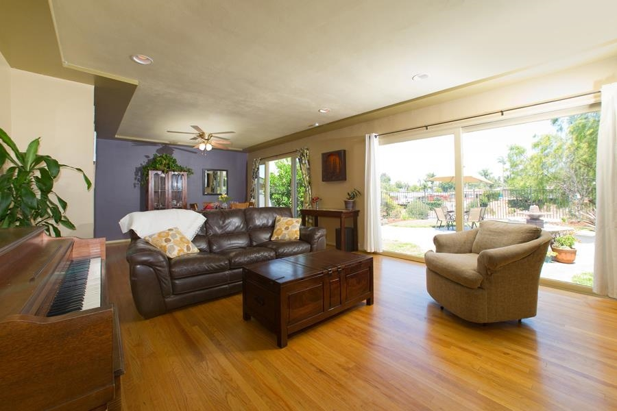 Photo 8: SAN DIEGO House for sale : 3 bedrooms : 4835 Barbarossa Pl