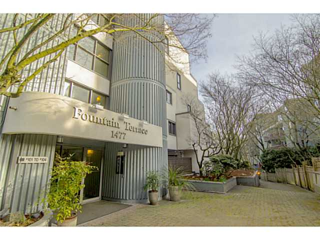 Main Photo: 215 1477 Fountain Way in : False Creek Condo for sale (Vancouver West)  : MLS® # V1109335