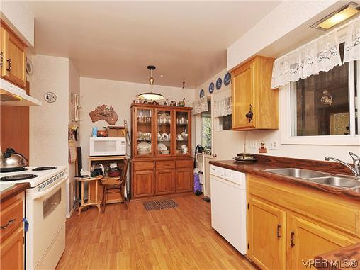 Photo 7: 1726 Mortimer Street in VICTORIA: SE Cedar Hill Single Family Detached for sale (Saanich East)  : MLS® # 322024