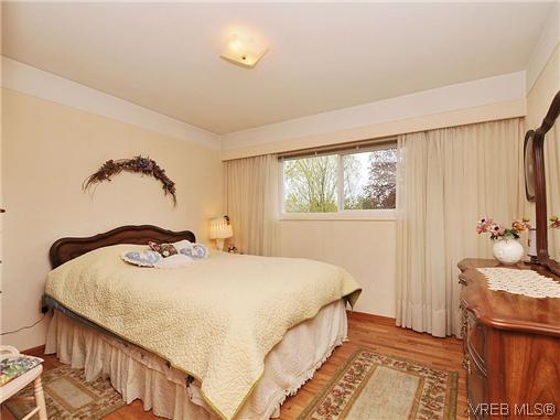 Photo 11: 1726 Mortimer Street in VICTORIA: SE Cedar Hill Single Family Detached for sale (Saanich East)  : MLS® # 322024