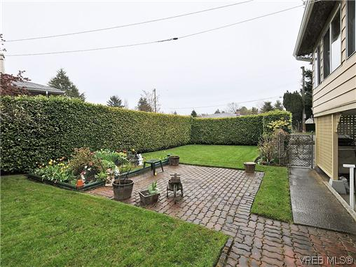 Photo 16: 1726 Mortimer Street in VICTORIA: SE Cedar Hill Single Family Detached for sale (Saanich East)  : MLS® # 322024