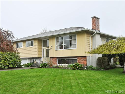 Main Photo: 1726 Mortimer Street in VICTORIA: SE Cedar Hill Single Family Detached for sale (Saanich East)  : MLS® # 322024