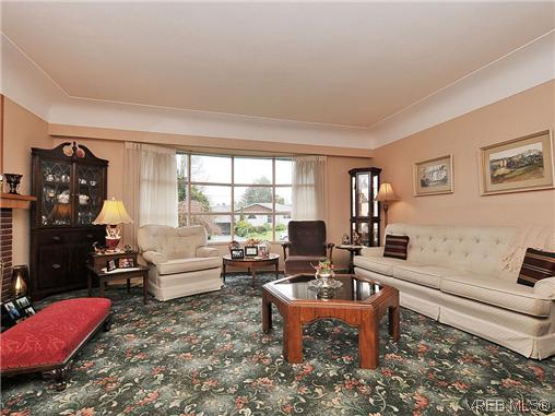 Photo 3: 1726 Mortimer Street in VICTORIA: SE Cedar Hill Single Family Detached for sale (Saanich East)  : MLS® # 322024