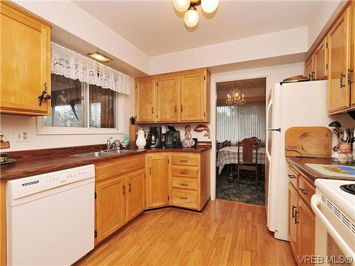 Photo 6: 1726 Mortimer Street in VICTORIA: SE Cedar Hill Single Family Detached for sale (Saanich East)  : MLS® # 322024