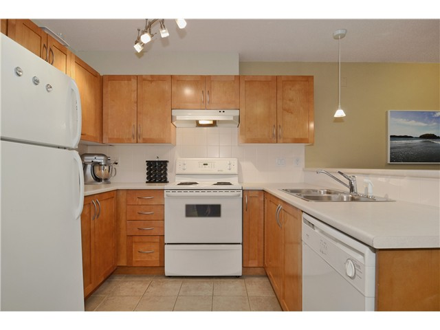 Photo 6: 217 333 1ST Street in North Vancouver: Lower Lonsdale Condo for sale : MLS(r) # V1025475