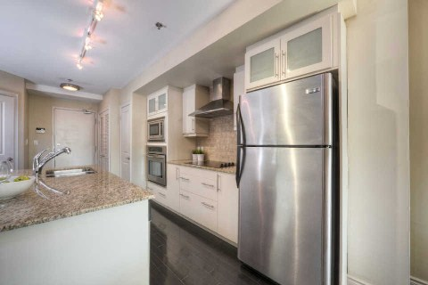 Photo 4: 384 Sunnyside Ave Unit #301 in Toronto: High Park-Swansea Condo for sale (Toronto W01)  : MLS(r) # W2868399