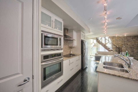 Photo 3: 384 Sunnyside Ave Unit #301 in Toronto: High Park-Swansea Condo for sale (Toronto W01)  : MLS(r) # W2868399