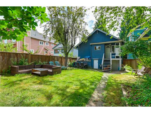 "Photo 19: 2041 E 1ST Avenue in Vancouver: Grandview VE House for sale in ""COMMERCIAL DRIVE"" (Vancouver East)  : MLS® # V1079697"