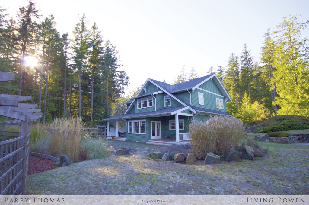 Main Photo: 321 Salal Drive: Bowen Island House for sale : MLS®# V1094118