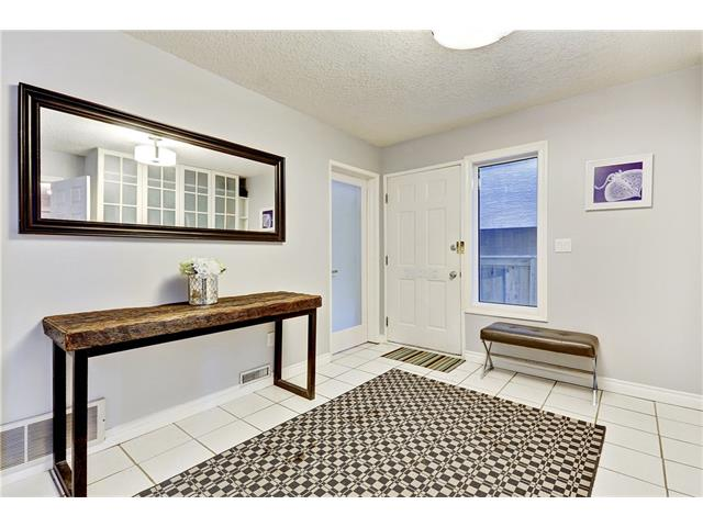 Photo 2: 2514 16B ST SW in Calgary: Bankview House for sale : MLS® # C4041437