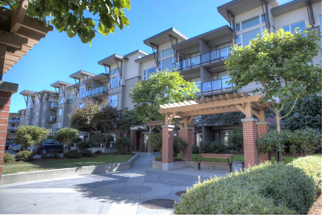 FEATURED LISTING: 207 - 33539 HOLLAND Avenue Abbotsford
