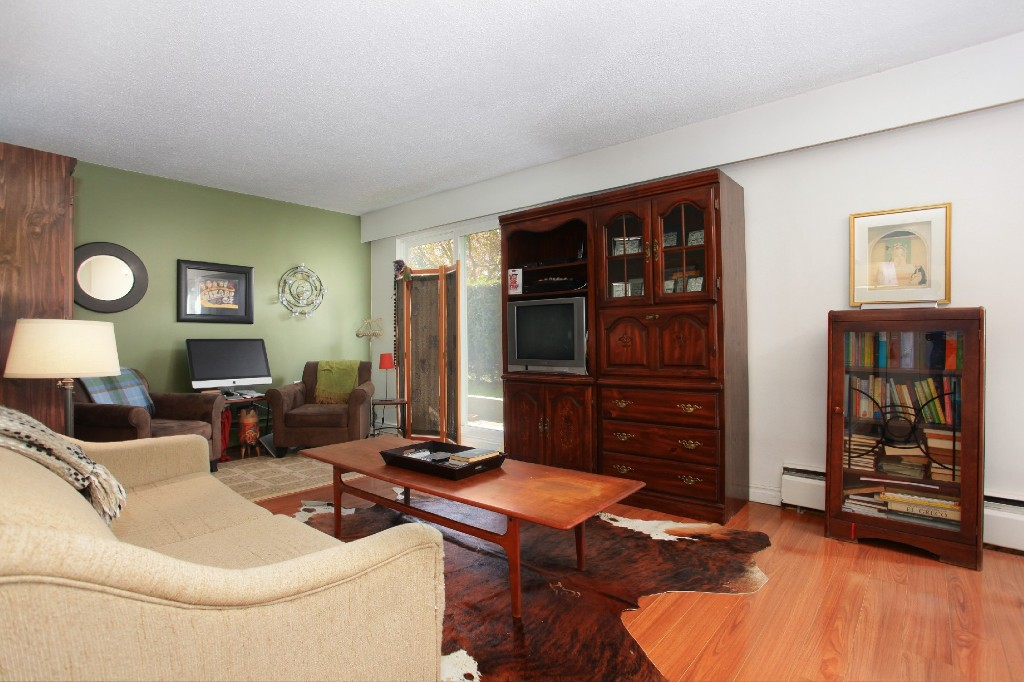 "Photo 3: 209 711 E 6TH Avenue in Vancouver: Mount Pleasant VE Condo for sale in ""PICASSO"" (Vancouver East)  : MLS® # V1004453"