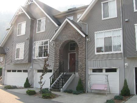Main Photo: Beautiful Townhouse