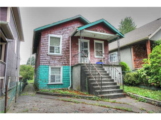 "Main Photo: 2049 KITCHENER Street in Vancouver: Grandview VE House for sale in ""COMMERCIAL DRIVE"" (Vancouver East)  : MLS® # V1080626"