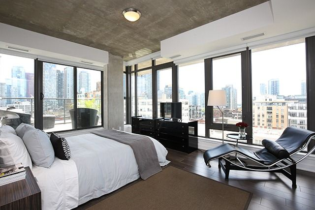 Photo 2: 32 Camden St Unit #Ph 5 in Toronto: Waterfront Communities C1 Condo for sale (Toronto C01)  : MLS® # C3240912