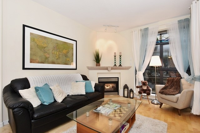 Photo 2: 107 2688 VINE STREET in Vancouver: Kitsilano Condo for sale (Vancouver West)  : MLS(r) # R2037342