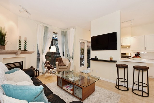 Photo 3: 107 2688 VINE STREET in Vancouver: Kitsilano Condo for sale (Vancouver West)  : MLS(r) # R2037342