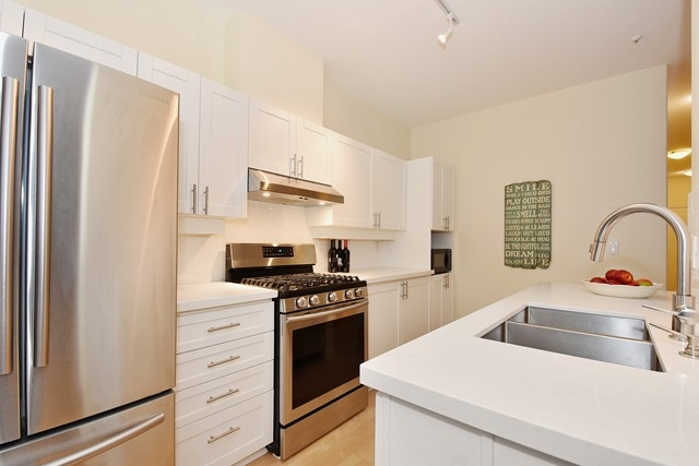 Photo 6: 107 2688 VINE STREET in Vancouver: Kitsilano Condo for sale (Vancouver West)  : MLS(r) # R2037342