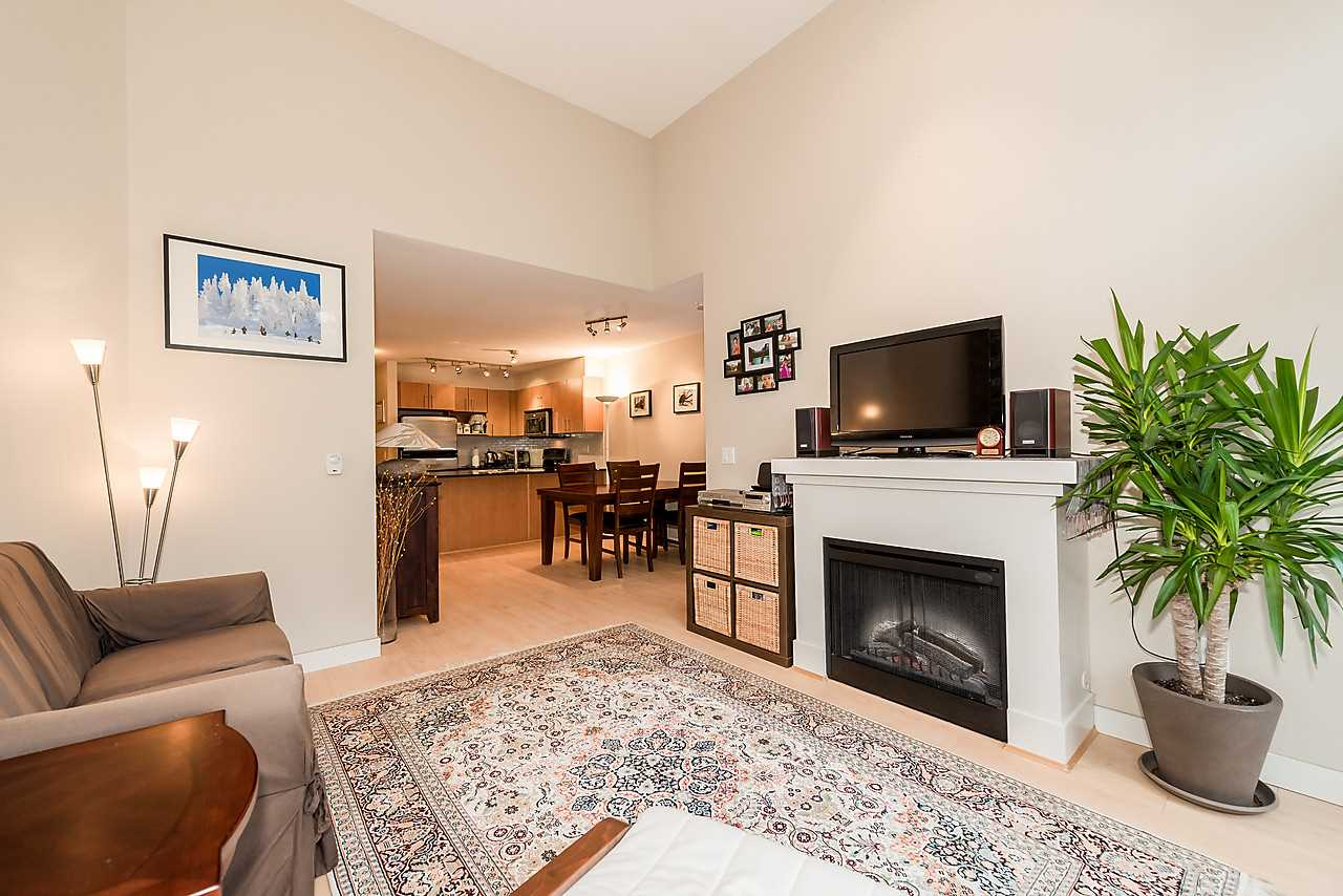 Photo 3: 420 1633 MACKAY AVENUE in North Vancouver: Pemberton NV Condo for sale : MLS® # R2038013