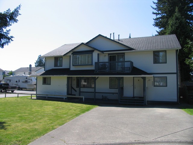 Main Photo: 8417 - 8427 156A ST in Surrey: Fleetwood Tynehead House Duplex for sale : MLS®# F1310910