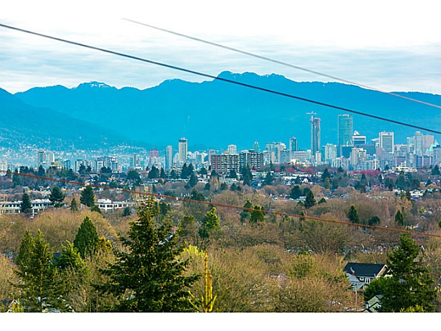 Main Photo: 3330 COLLINGWOOD ST in Vancouver: Dunbar House for sale (Vancouver West)  : MLS® # V1111789