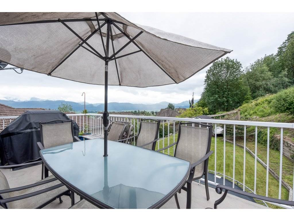 Photo 2: 35840 REGAL PARKWAY in Abbotsford: Abbotsford East House for sale : MLS(r) # R2079720