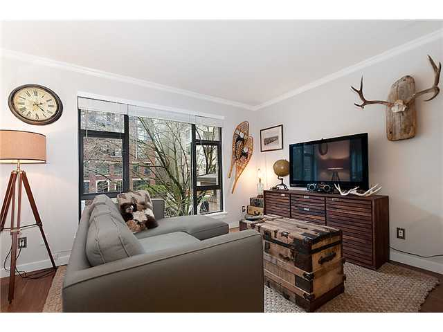 "Main Photo: 201 2226 W 12TH Avenue in Vancouver: Kitsilano Condo for sale in ""THE DESEO"" (Vancouver West)  : MLS® # V935573"