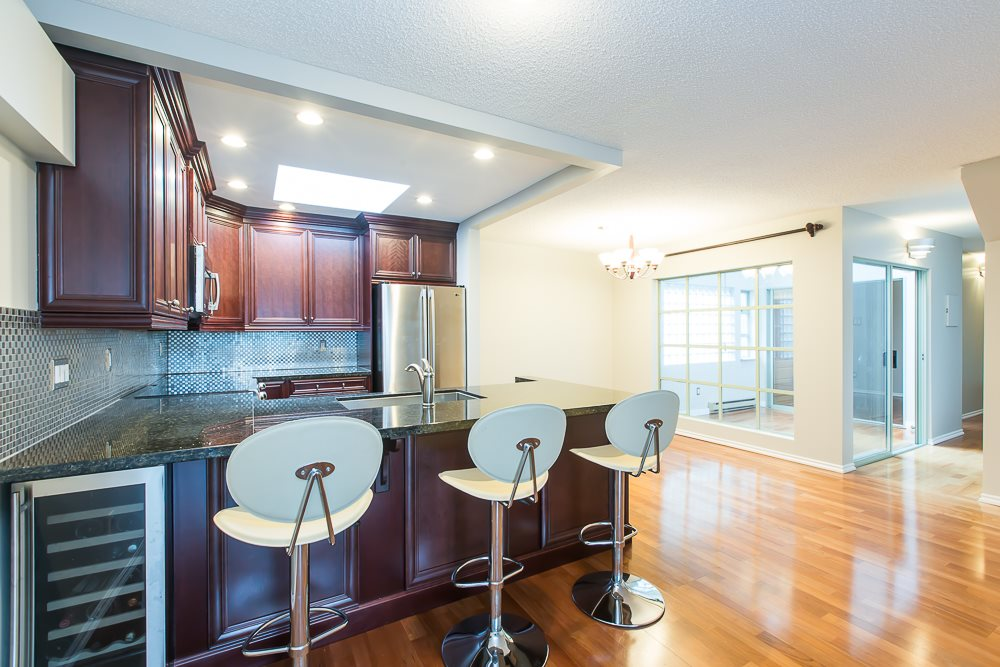 Photo 9: 305 1082 W 8TH AVENUE in Vancouver: Fairview VW Condo for sale (Vancouver West)  : MLS® # R2033511