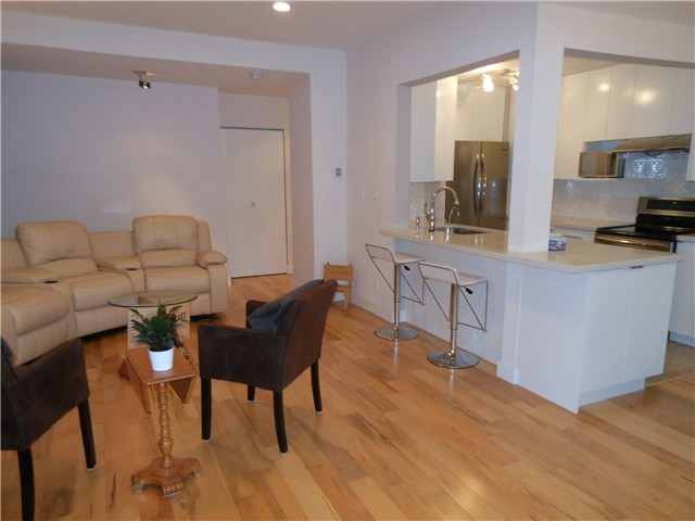 Photo 3: 8 5515 OAK Street in Vancouver: Shaughnessy Condo for sale (Vancouver West)  : MLS(r) # V978668