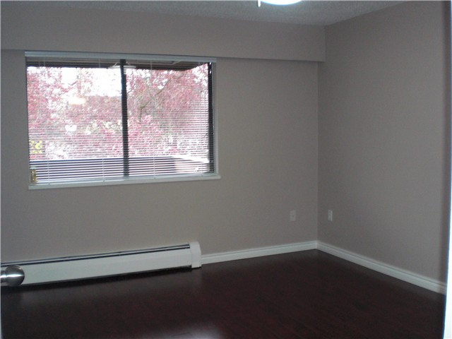 Photo 6: # 306 2299 E 30TH AV in : Victoria VE Condo for sale : MLS(r) # V821226