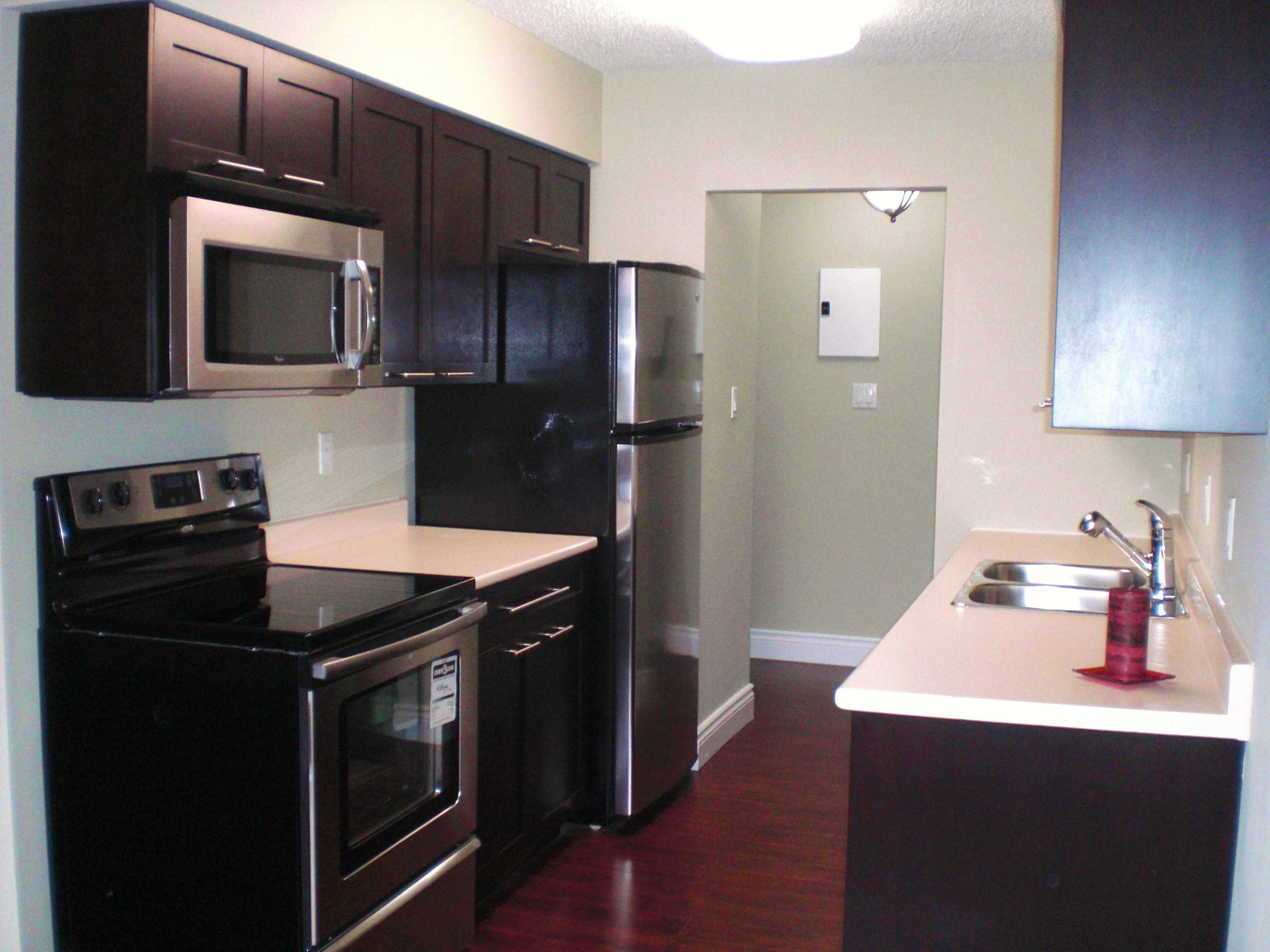 Photo 2: # 306 2299 E 30TH AV in : Victoria VE Condo for sale : MLS(r) # V821226