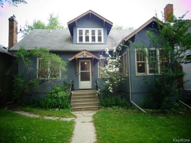 Main Photo: 270 Oak Street in WINNIPEG: River Heights / Tuxedo / Linden Woods Residential for sale (South Winnipeg)  : MLS(r) # 1416999